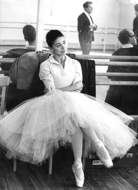 http://jadedressler.files.wordpress.com/2009/04/margot_fonteyn3.jpg