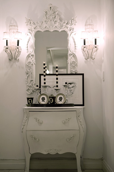 tracy-stern-white-hallway